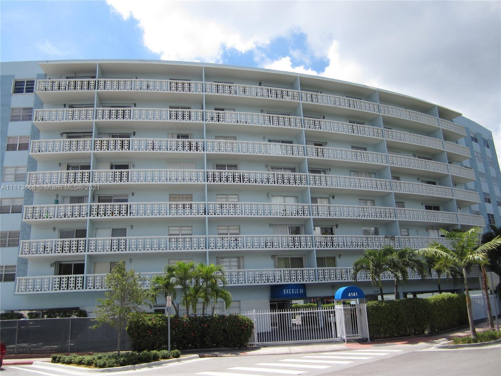"""FANTASTIC unit in a great location """"MID-BEACH"""" with AMAZING VIEWS overlooking Biscayne Bay.  Walkin"""