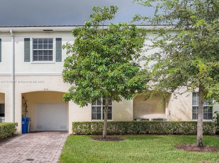 Welcome to this stunning 3 bedroom, 2.5 bathroom townhome located in the beautiful Orchid Grove Comm