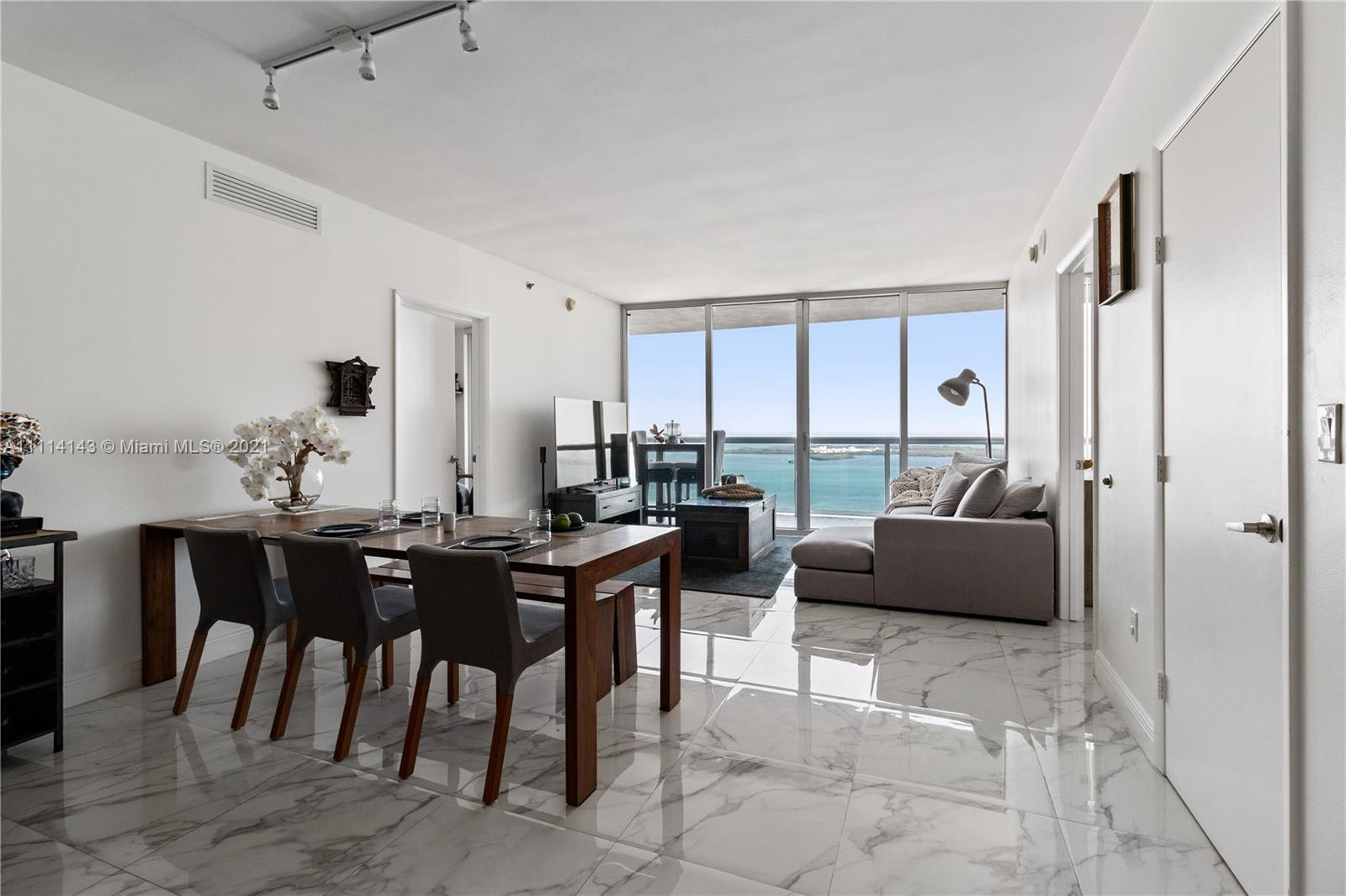 Breathtaking views of the bay and the ocean from this 2/2 +den on the 55th floor. Highest floor avai