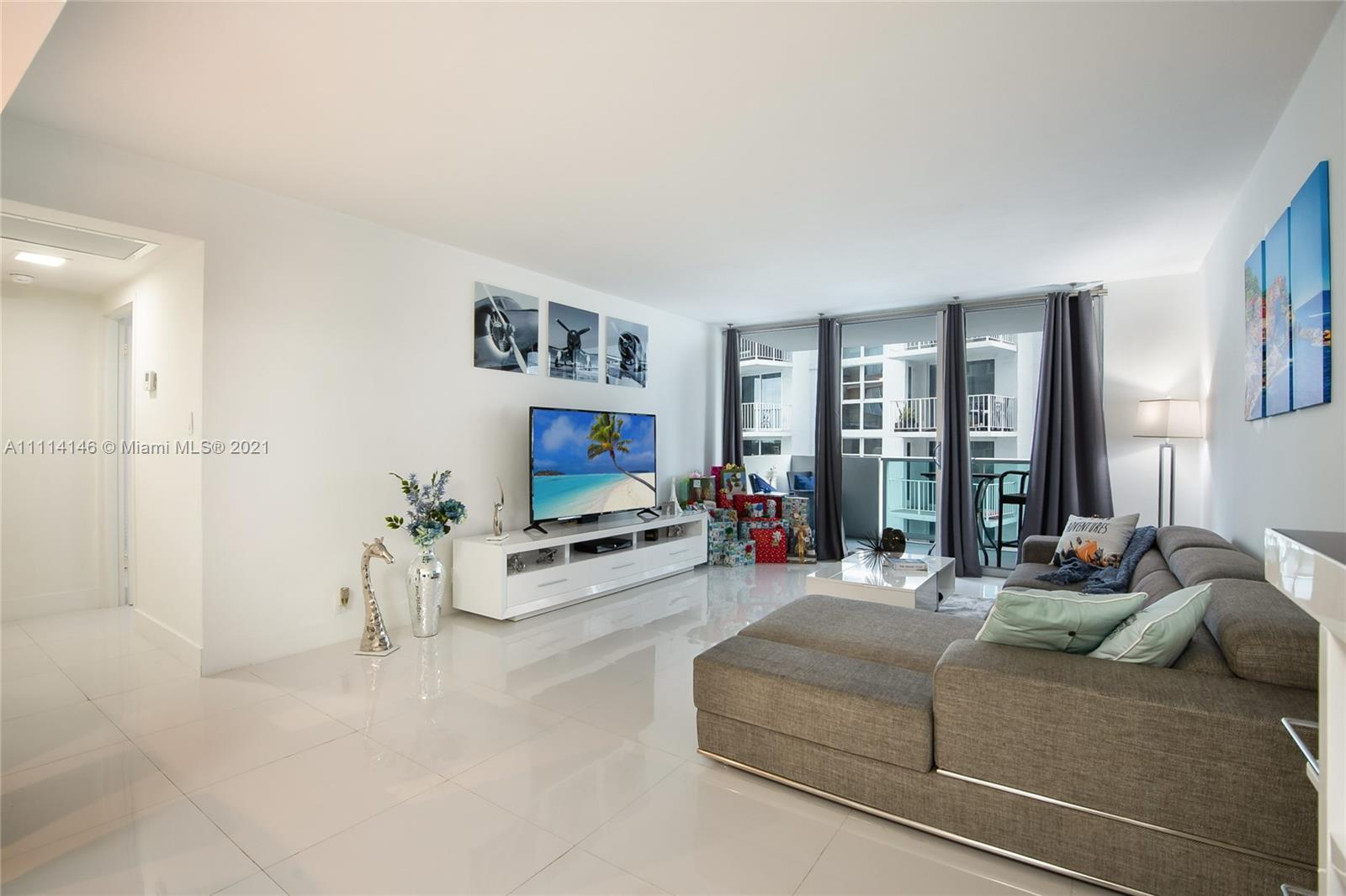 TOTALLY REMODELED 1 BEDROOM AND 1 BATHROOM OVERLOOKING THE BAY. Full service building in South Beach