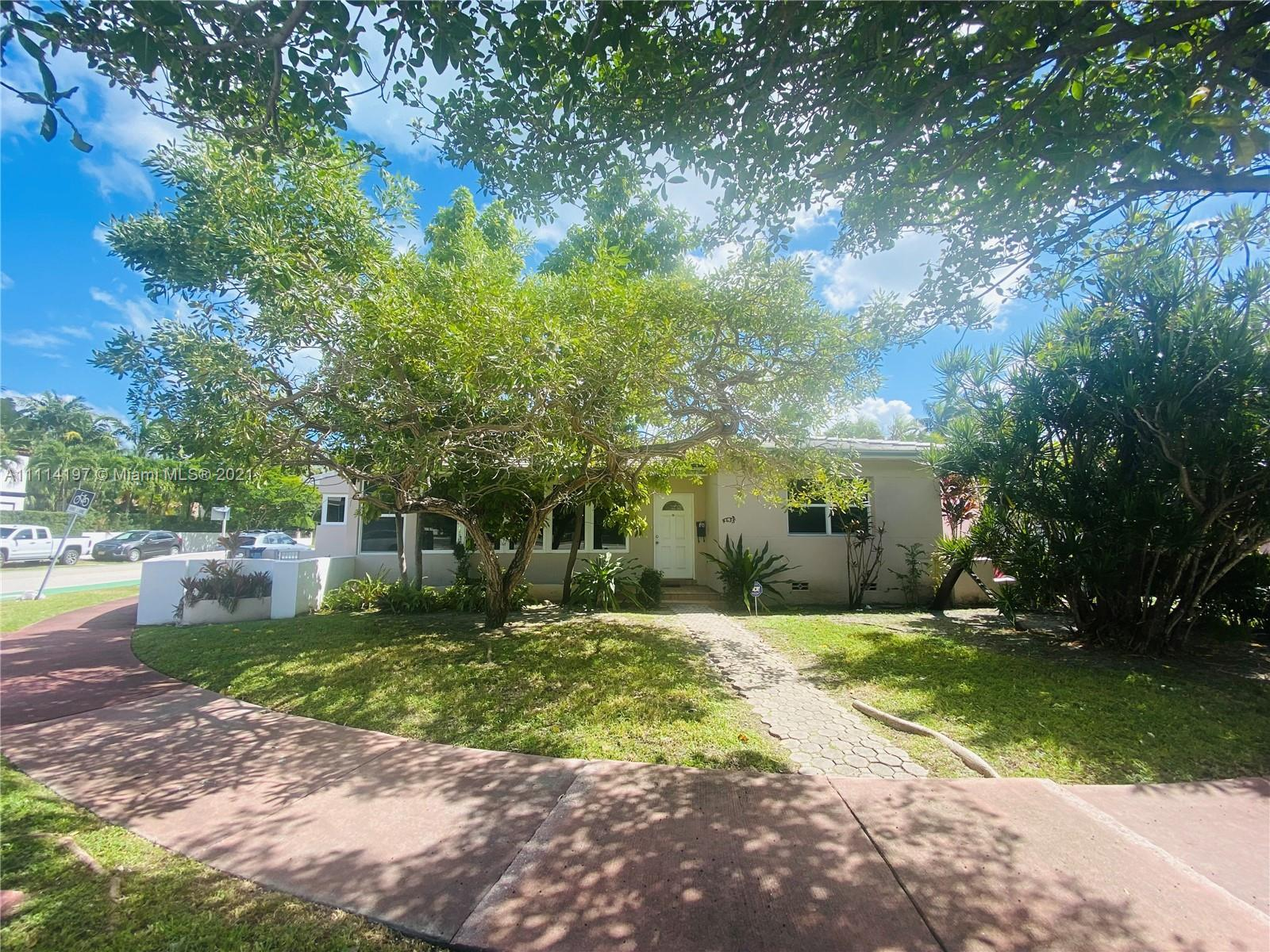 CHARMING MIMO STYLE 3BR, 2 BTH HOME CENTRALLY LOCATED JUST ONE BLOCK AWAY FROM THE RITZ CARLTON RESI