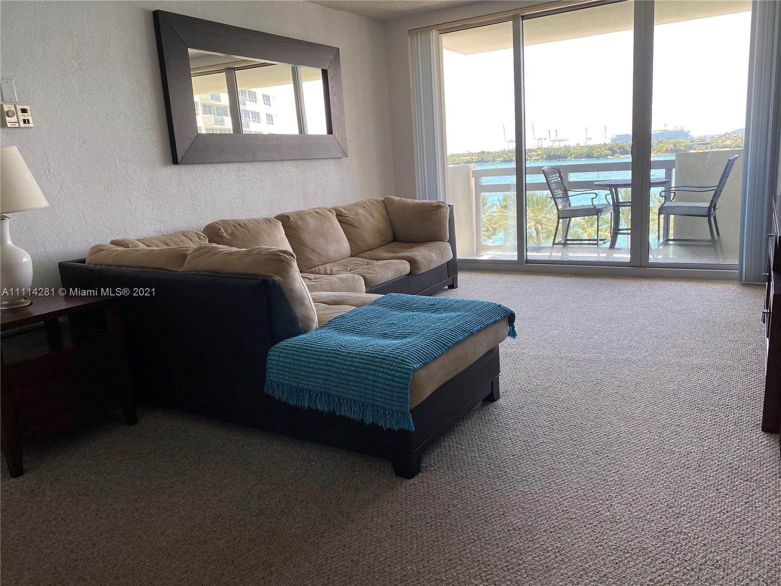 Beautiful 1 bedroom 1 bath with spectacular direct bay views from every room. Perfect for monthly re