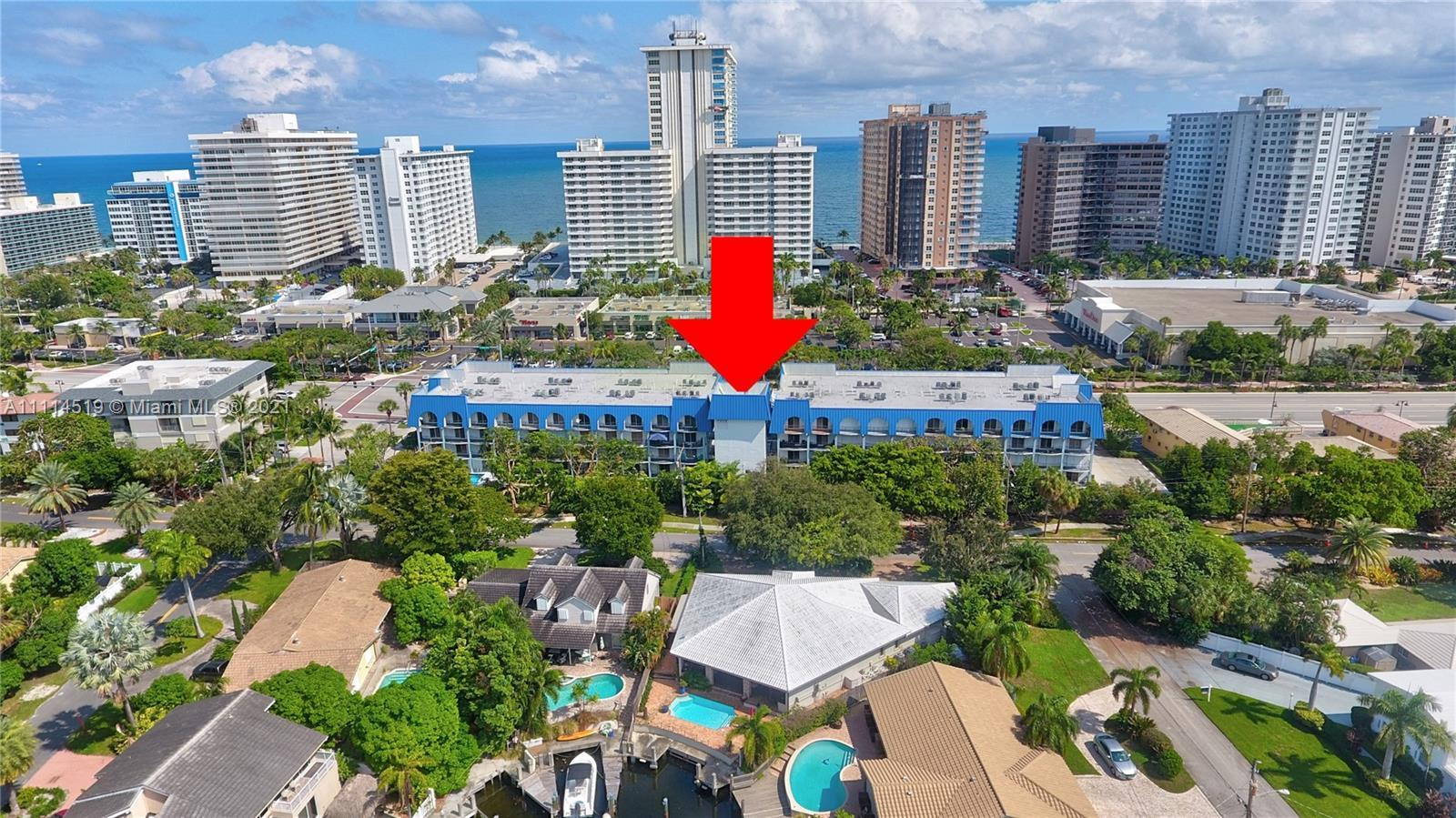 *DYNAMITE BEACH LOCATION, ON THE GALT OCEAN MILE AREA *2 AMPLE MASTER SUITES WITH  OWN LARGE PRIVATE