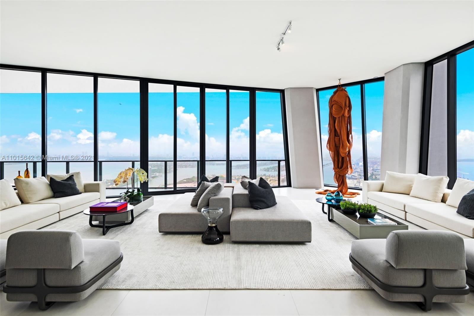 When only the best will do. The only turn key ready, full floor furnished Penthouse in a renowned Za