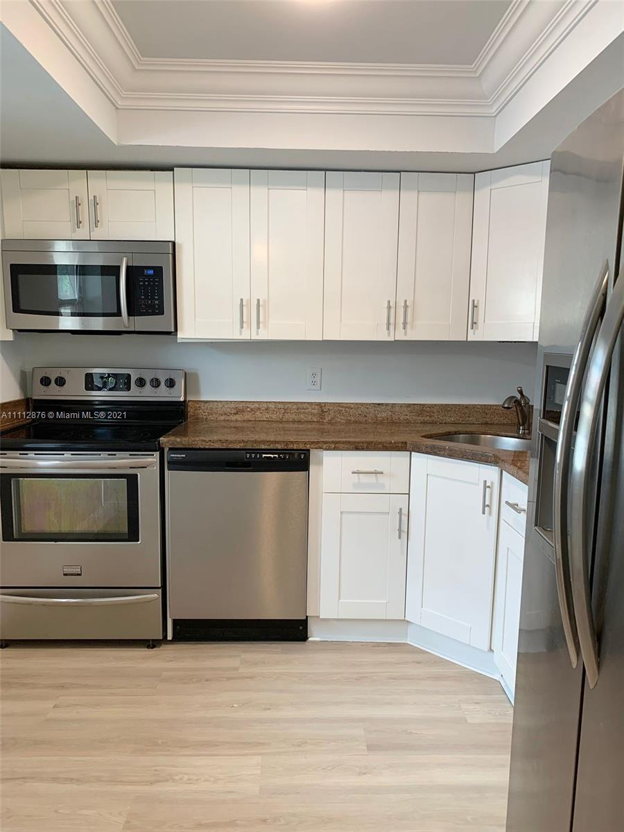 Beautiful first floor 2bed/2bath unit featuring new luxury plank floorings throughout. Freshly paint
