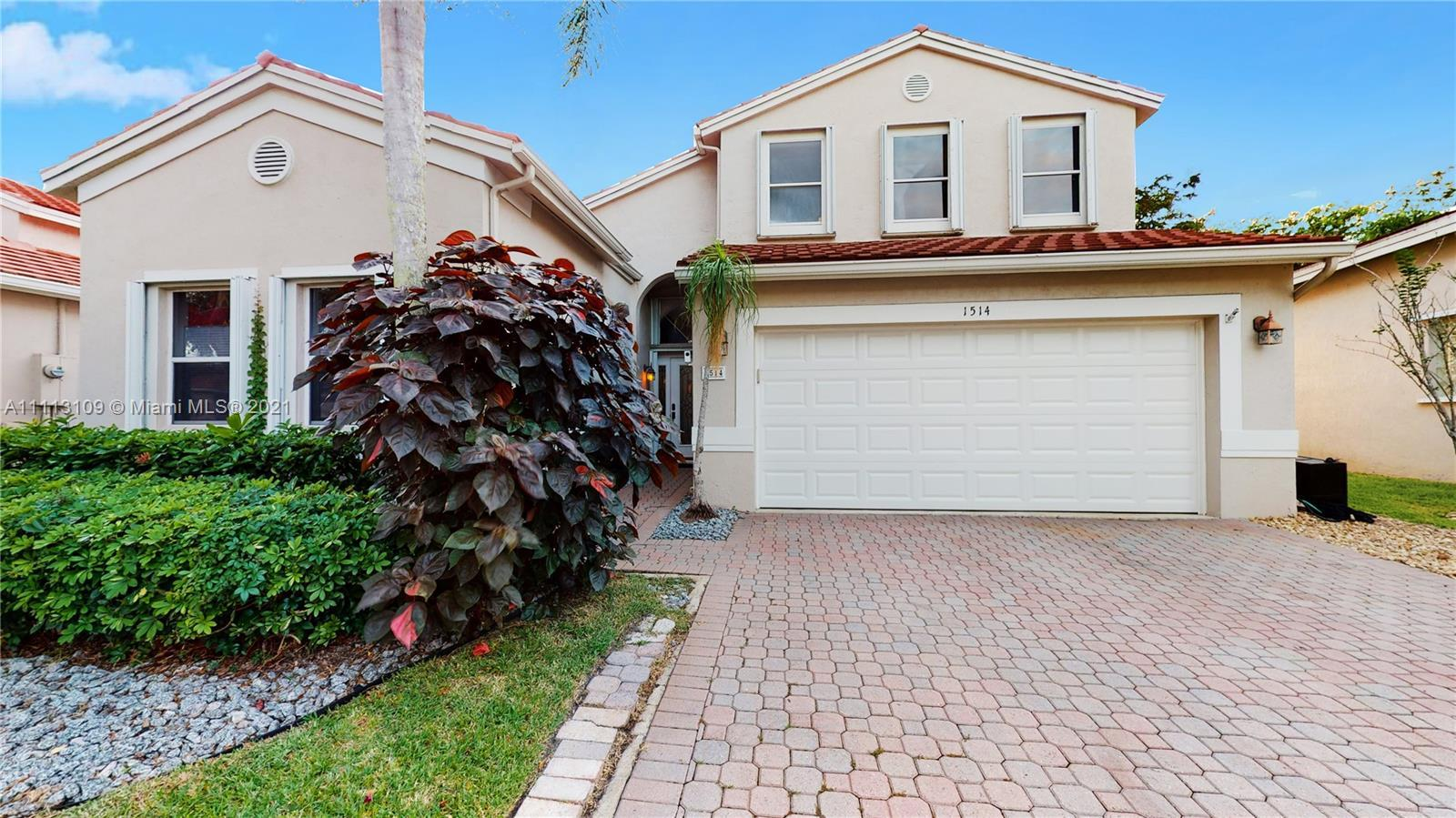Beautiful lakefront 3 bed/ 2.5 bath single family home in highly desirable Grand Palms Golf Resort.
