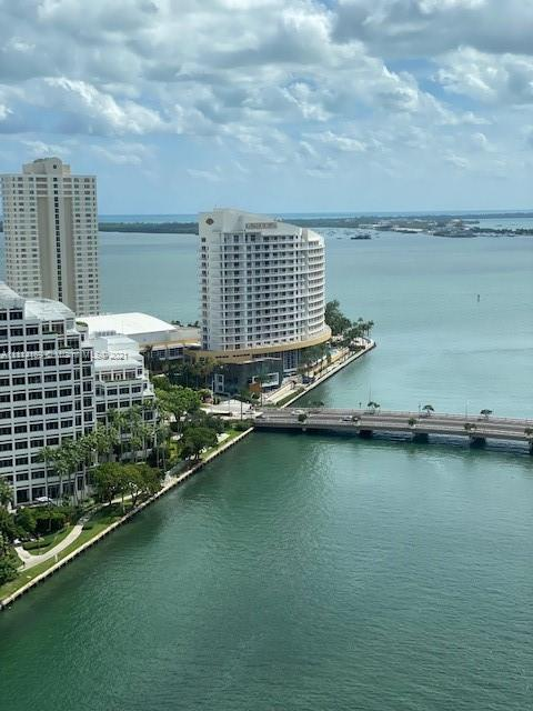 Amazing 2 beds plus Den and 2 baths at Icon Brickell tower two. Spectacular world class amenities an