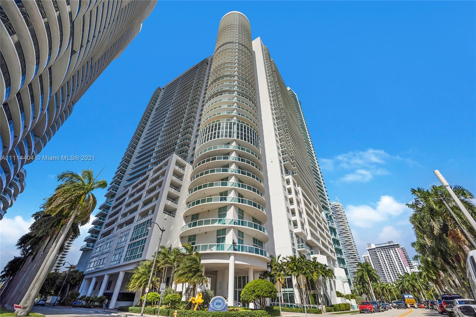 Spectacular 2/2 split floor plan unit in the 05 line of the amazing 1800 Club Condo building in soug