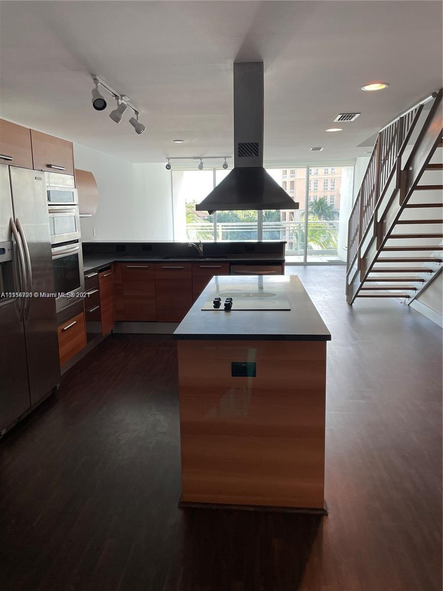BEAUTIFUL 2 STORY APARTMENT, WITH INCREDIBLE WATER VIEWS, WOOD FLOORS, TOP OF THE LINE STAINLESS ST