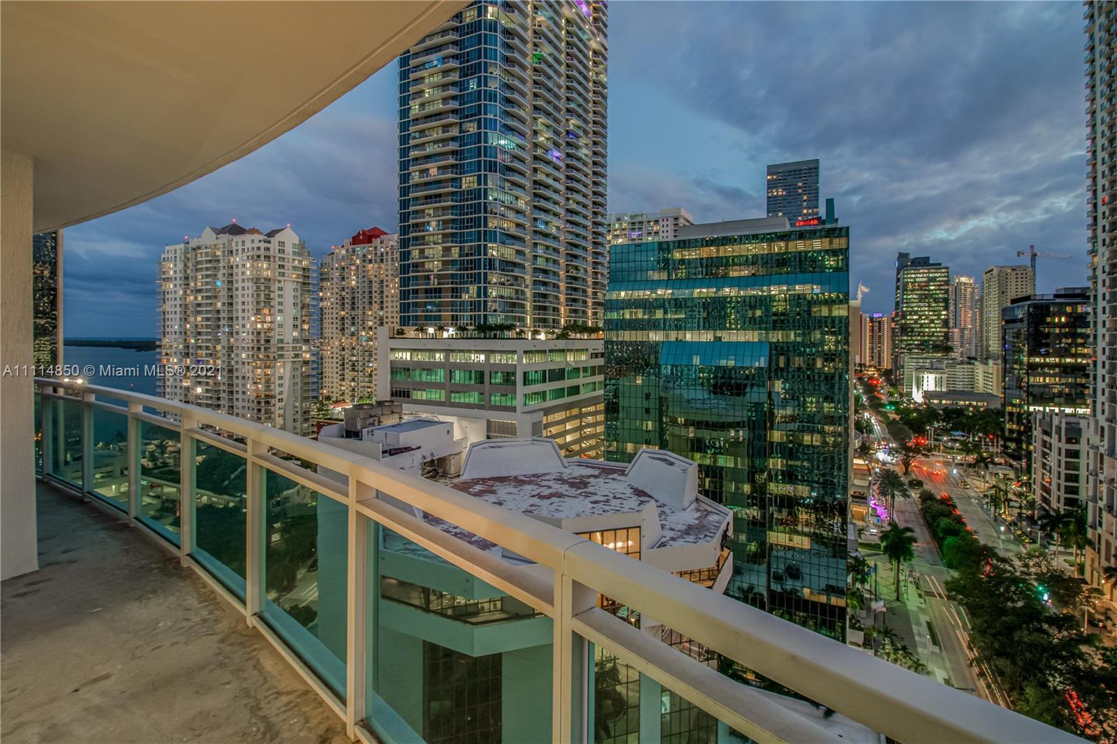 Live Limitlessly in this delightful 19th floor unit at The Plaza Brickell overlooking the Brickell c