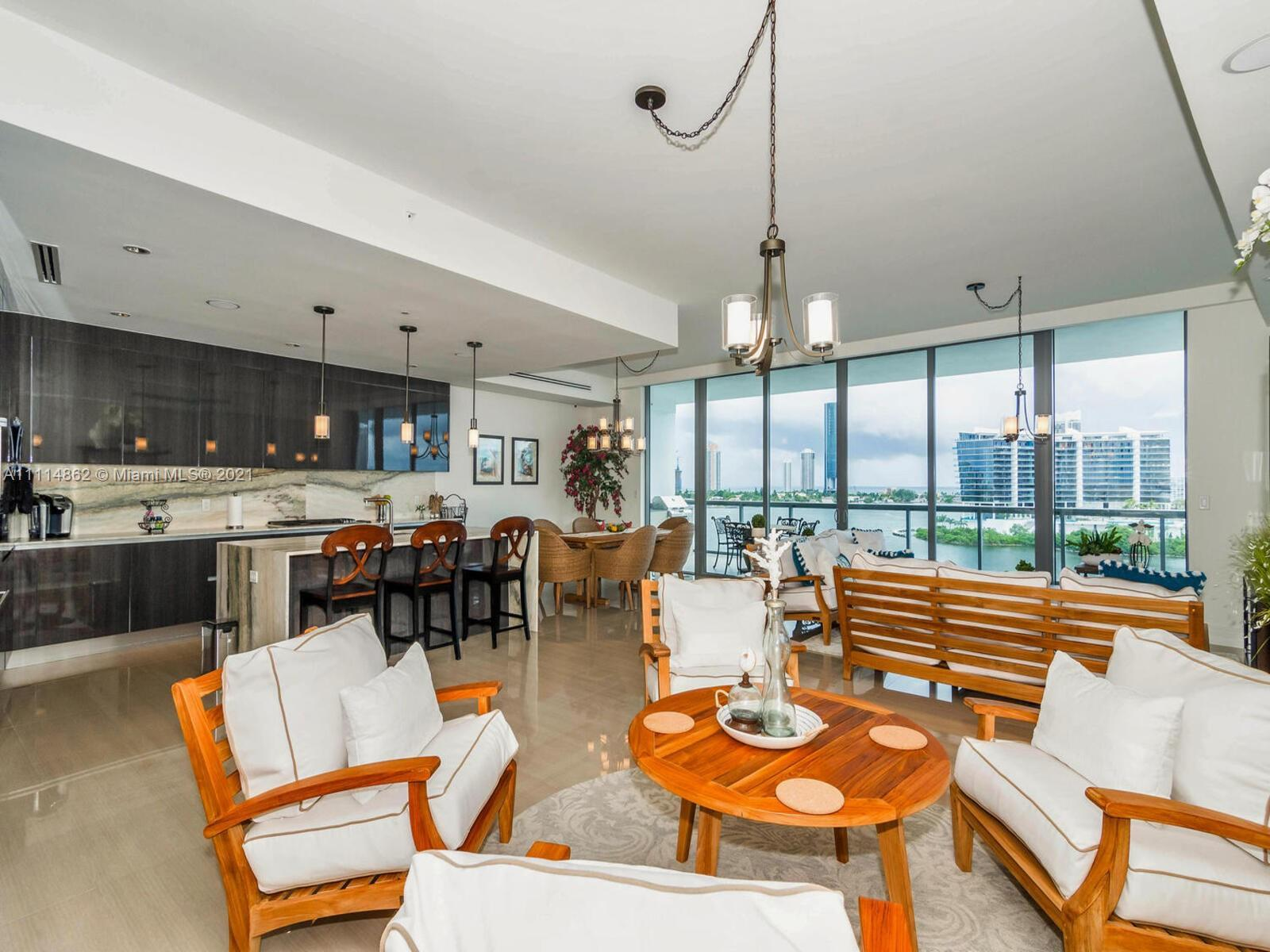 Beautiful unit at Echo Aventura in one of the most prestigious lines with direct ocean and intracoas