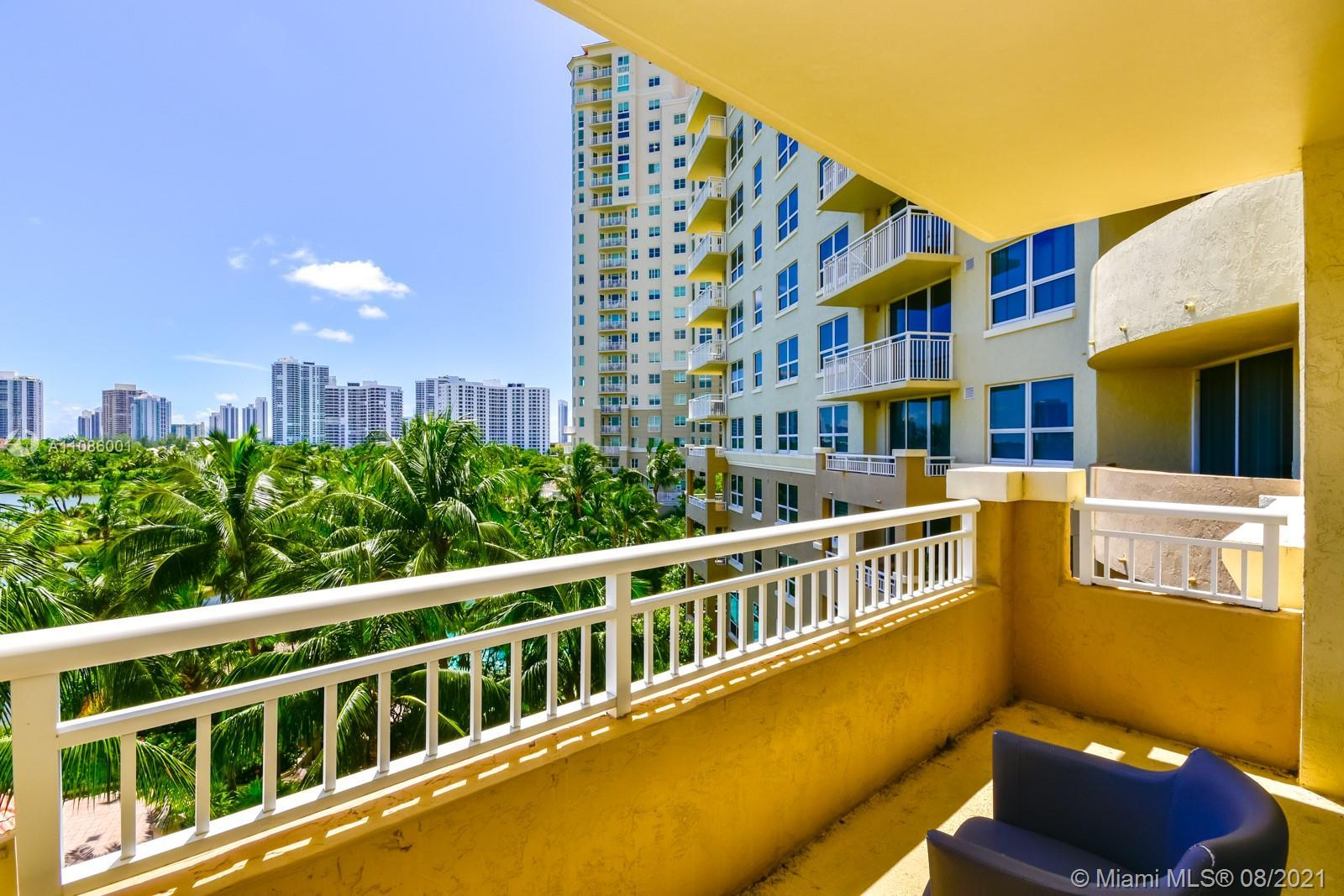 Excellent golf view.  This apt has two main bedrooms, two full bathrooms.  Located in front of Avent