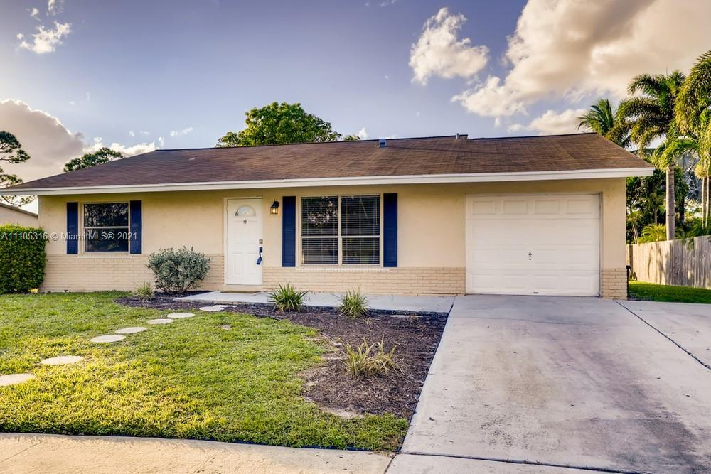This 3 bedroom, 2 bathroom home welcomes you with its stucco exterior and sunny entrance! The front
