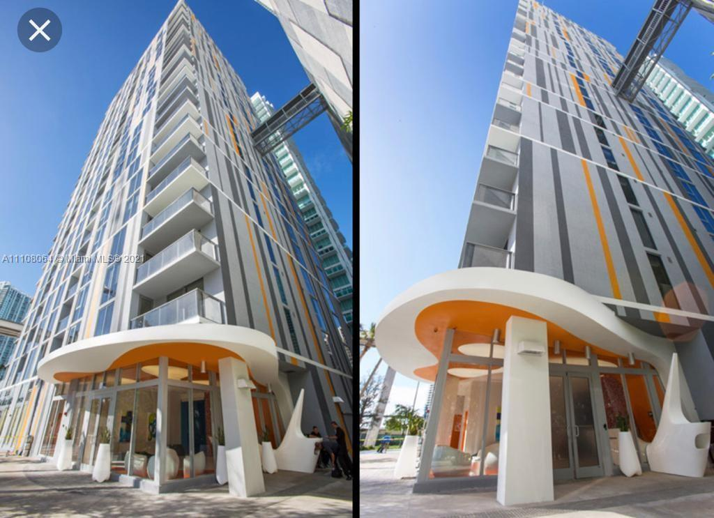 A 1 1/2 apartment, very spacious and bright in the heart of the Brickell financial district. The bu
