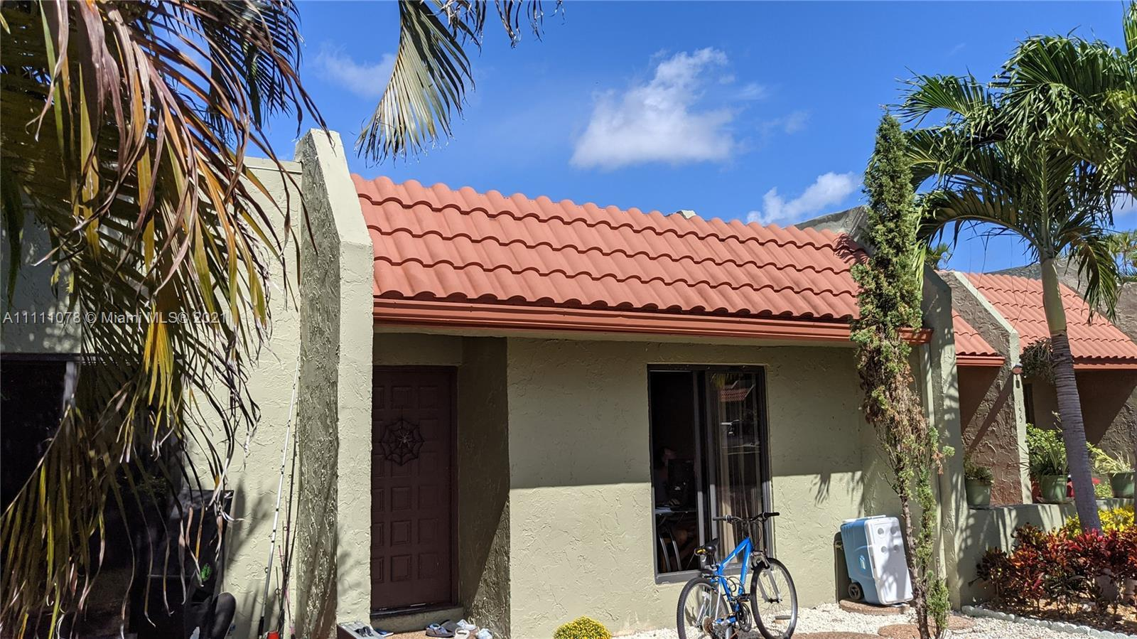 Wow… what a beautiful villa in a heart of Deerfield Beach! RARELY AVAILABLE!  Open Floor Plan Single