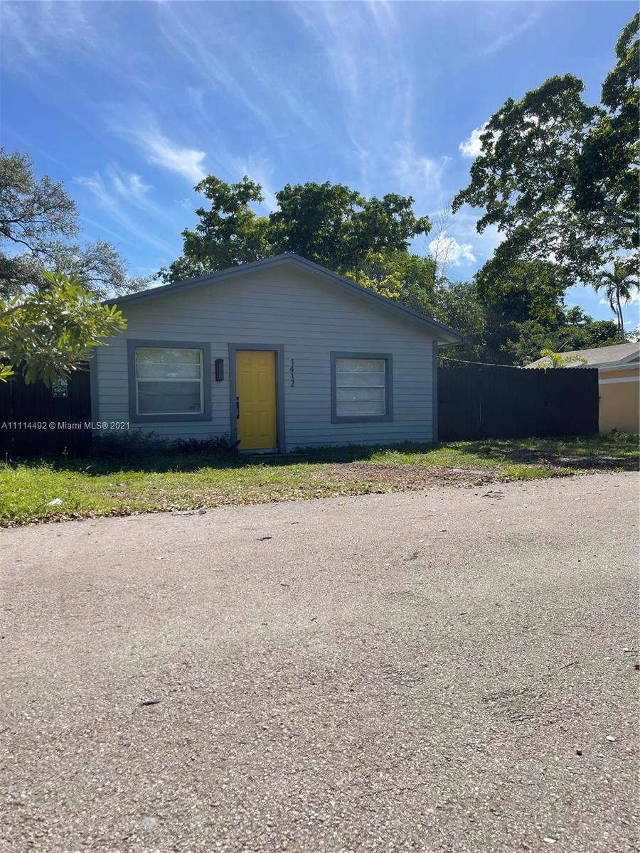 Amazing opportunity to own your own Florida dream home. This cozy and lovely property is located in