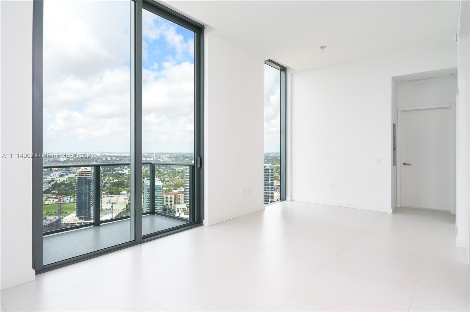 BEAUTIFUL PENTHOUSE IN ONE OF THE MOST EXCLUSIVE RESIDENTIAL BUILDINGS IN MIAMI, A SPECTACULAR VIEW