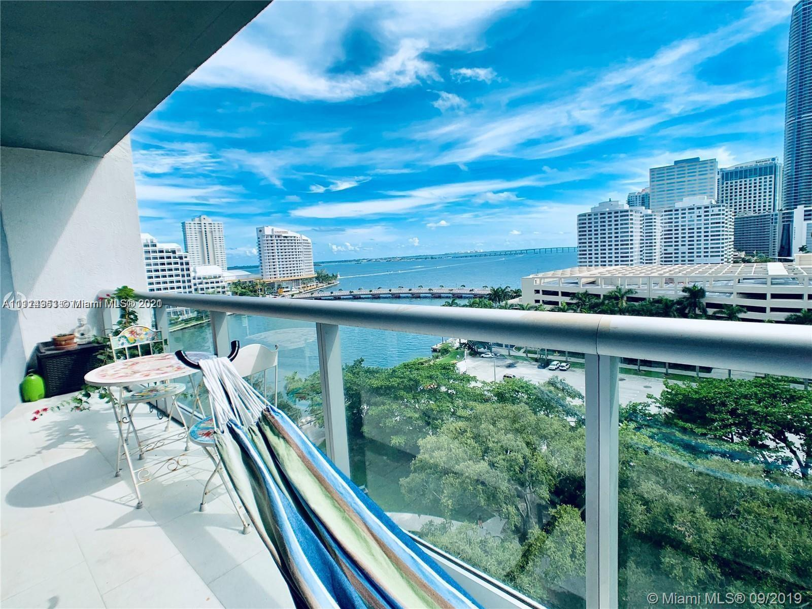 Amazing furnished one bedroom unit. Southeast facing bay view in Icon Brickell Tower