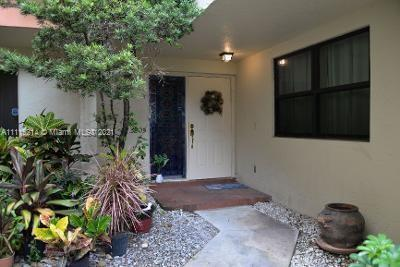 Wow, enter this villa and engage in the beauty and upgrades that this unit has to offer. The feel o