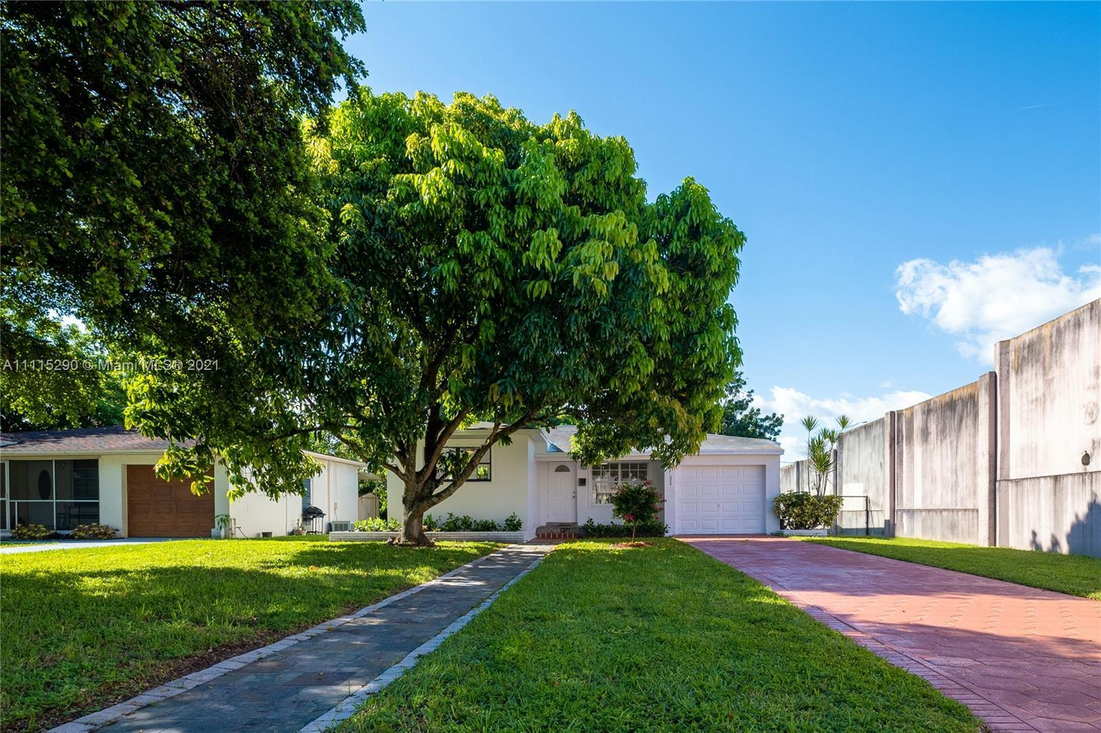 *OPEN HOUSE THIS SATURDAY, OCTOBER 23, 2021. 12 PM - 2 PM* Gorgeous single-family home in Hollywood!