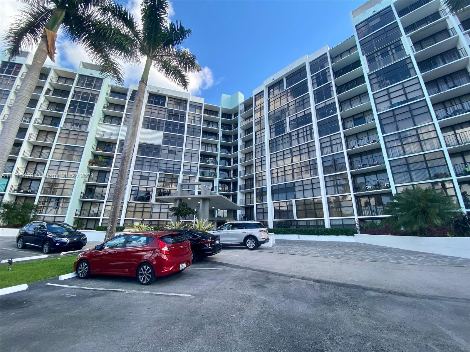 Beautiful 2/2 Condo Just a few minutes away from Hallandale Beach. This unit has lots of natural lig