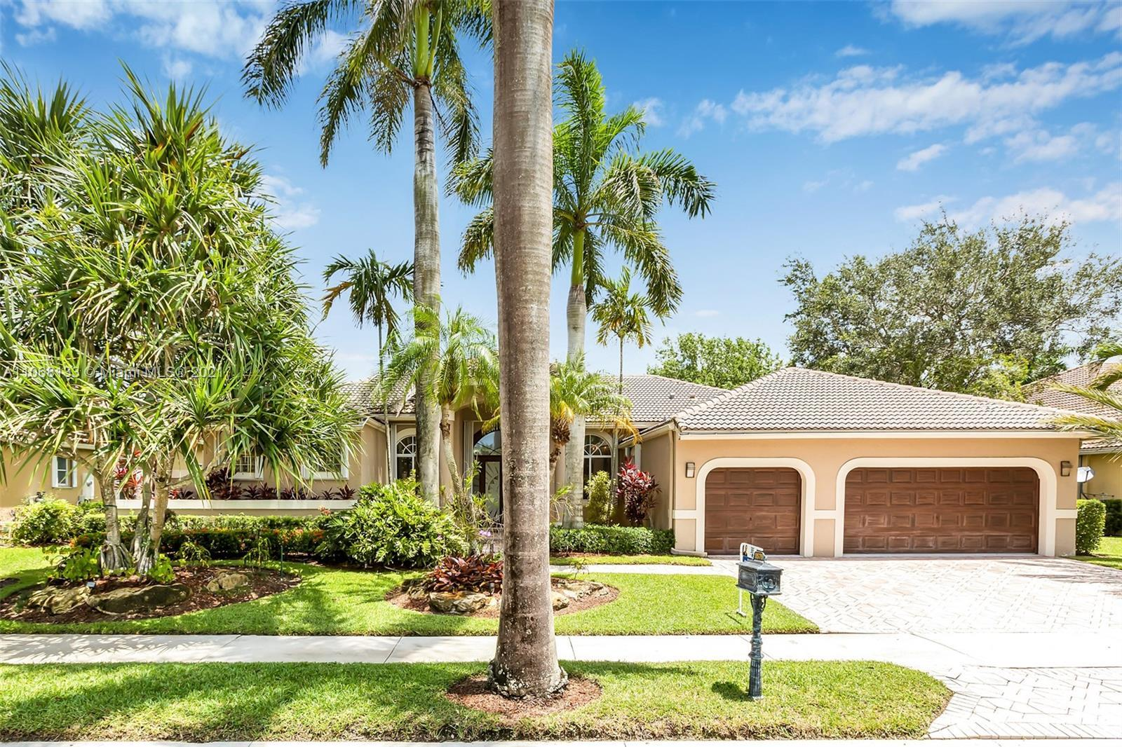 GORGEOUS 1 STORY, DOUBLE FAIRWAY-GOLF COURSE LOT WITH AN AWESOME VIEW!  CUSTOM BUILT GEM!  DOUBLE DO