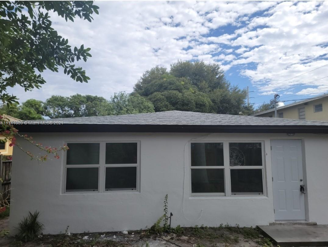 Downtown Fort Lauderdale home right off Sistrunk with a huge lot minutes away from los Olas, Court h