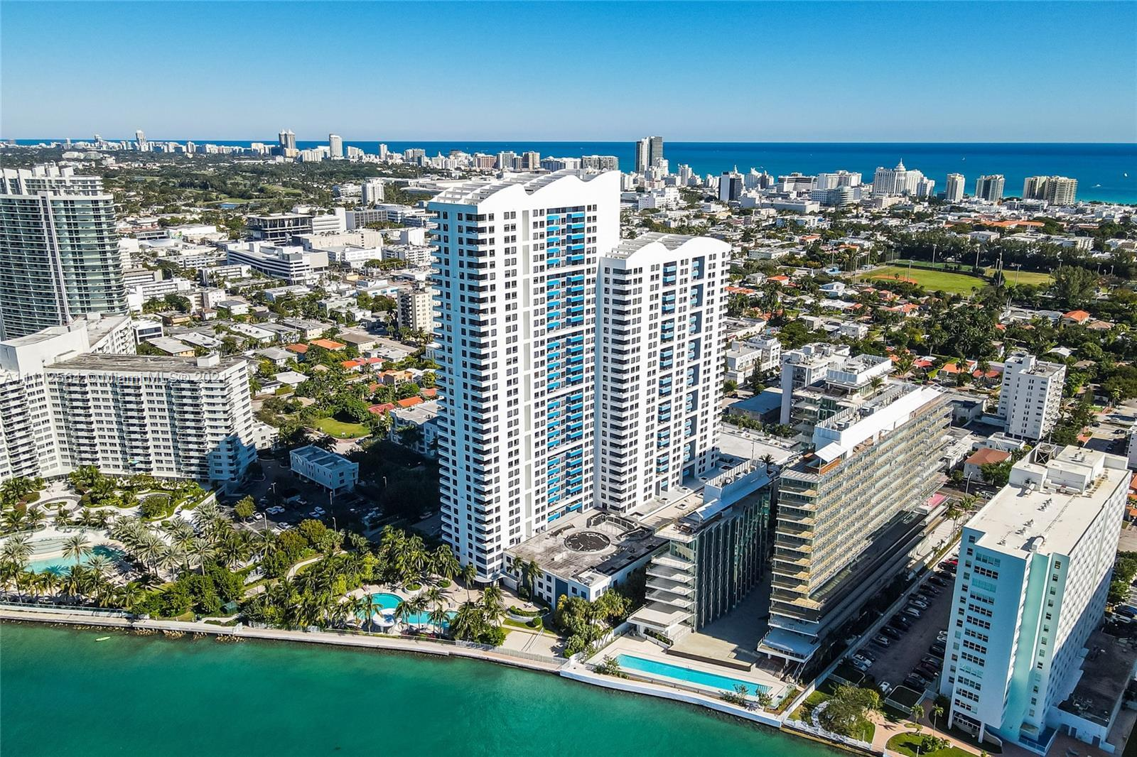 Set in the heart of the trendy South Beach's West Ave neighborhood, this high floor direct bay, corn