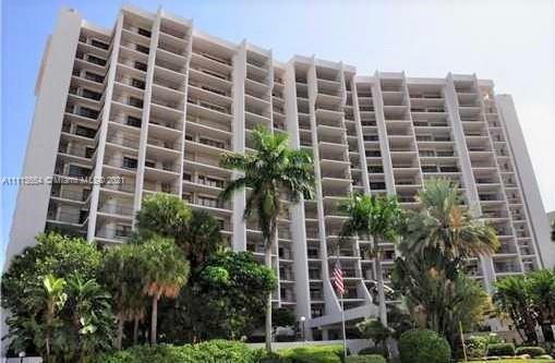 GREAT LOCATION. BEAUTIFUL 2/2 CONDO DIRECT OCEAN VIEW. FURNISHED. COMFORTABLE OPEN AND SPACIOUS SPLI