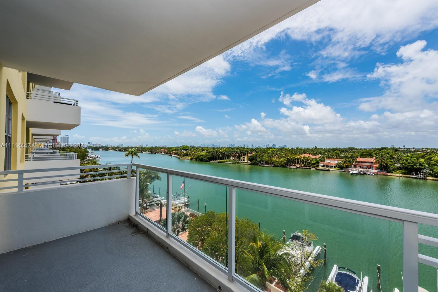 Gorgeous 2/2 West Views of Intracoastal, Biscayne Bay, Downtown Miami and Miami Beach as well you wi