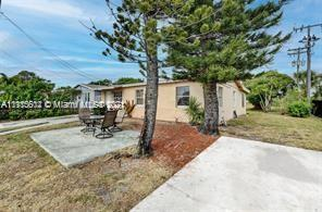 GREAT INVESTMENT PROPERTY, SPACIOUS 5/2, CORNER LOT, HAS A LOTS OF POTENTIAL, BIG BACKYARD,  NEEDS