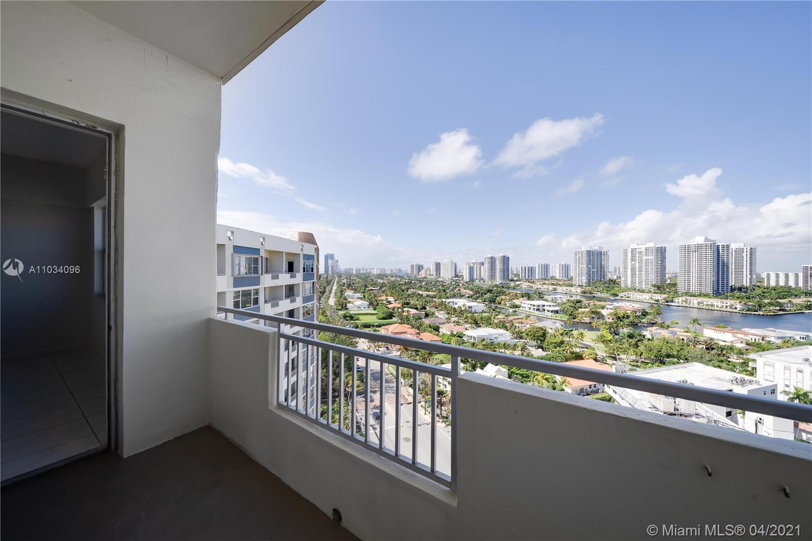 Fabulous PENTHOUSE steps away from the BEACH with Spectacular City and INTER-COASTAL view! Amazing A
