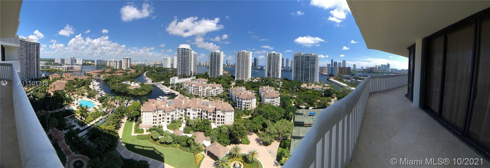 Beautiful apartment with an exquisite views from the city, garden, bay, and ocean. 2 bedrooms and a