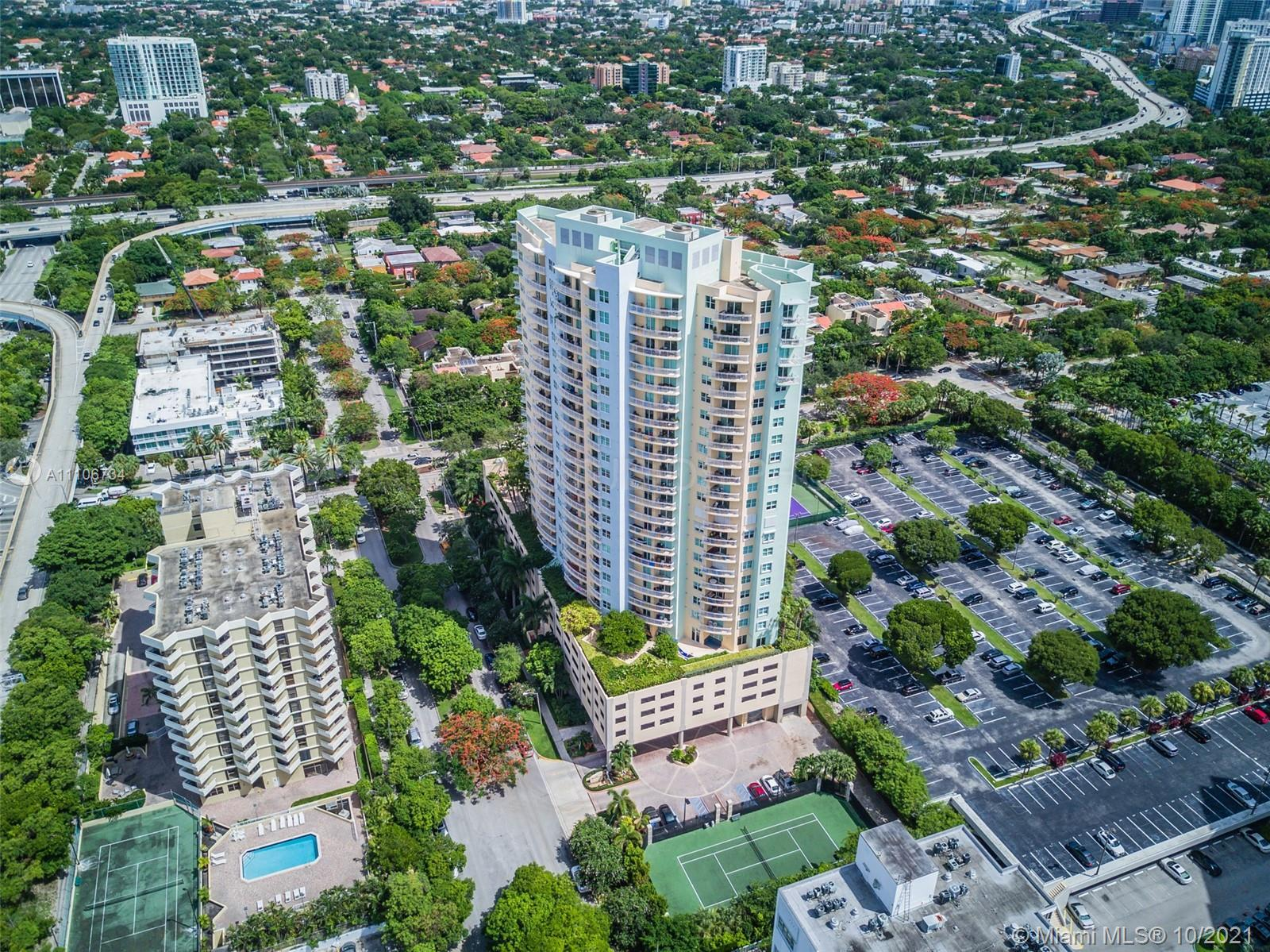 Beautiful 1bdrm 1bth in secluded Metropolitan at Brickell. Unit has extensive views of Biscayne Bay