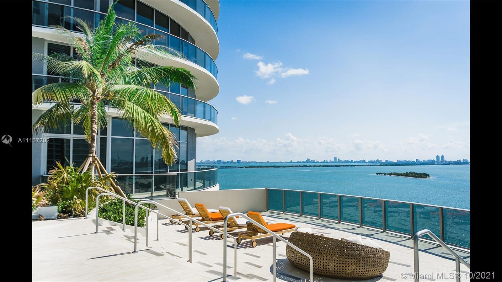 Beautiful unit at Aria on The Bay! 1 Bed + Den and 2 Baths unit plus expansive private terrace. Porc