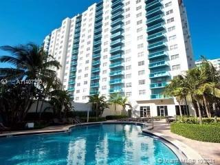 1/2 in Sian at Hollywood Beach. This Amazing view is waiting for you. SHORT TERM RENTALS ALLOWED! In