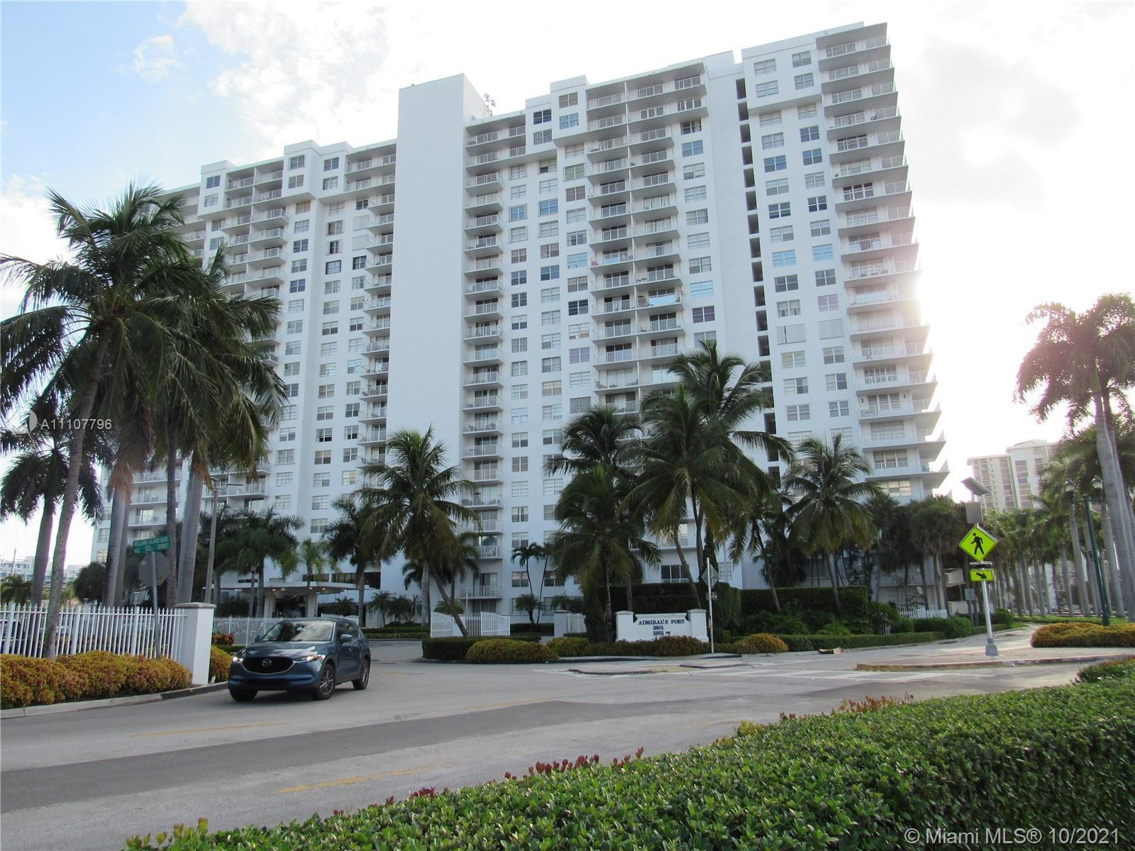 BEAUTIFUL AND BRIGHT 2BED+DEN/2BATH COMPLETELY RENOVATED UNIT LOCATED IN CENER OF AVENTURA. CERAMIC