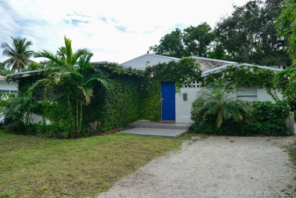 Huge 4/3 design district Villa. Open floor plan, bright & airy, home was just renovated from top to