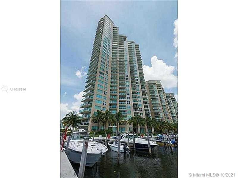 The most desirable line in Aventura Marina. Rarely on the market ! True 3 bedrooms and 2 1/2 bathro