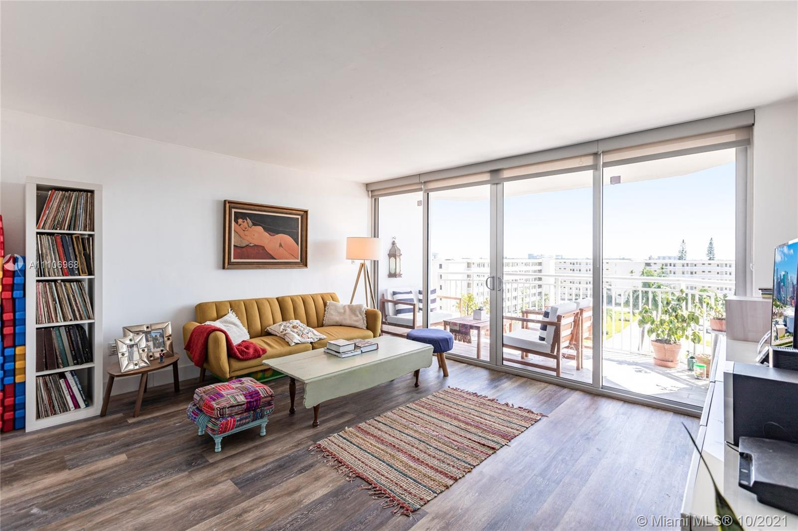Don't mis out on this gorgeous updated unit in the heart of Aventura!   This 3/2 includes High Imp
