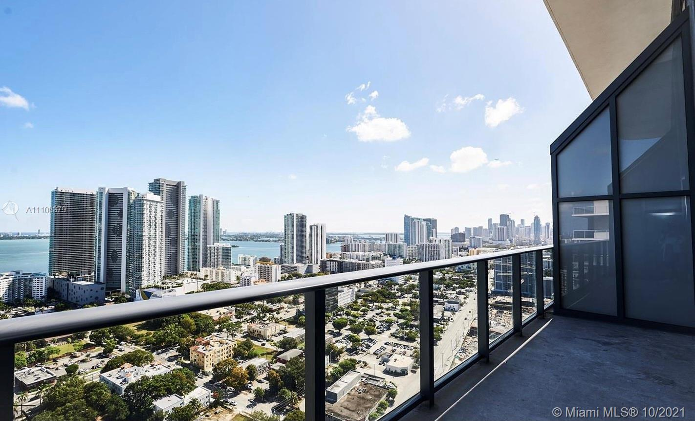 TRI LEVEL PENTHOUSE WITH BREATHTAKING CITY AND BAY VIEWS. IMPECCABLE 3 BEDROOMS/3,5 BATHROOMS UNIT F