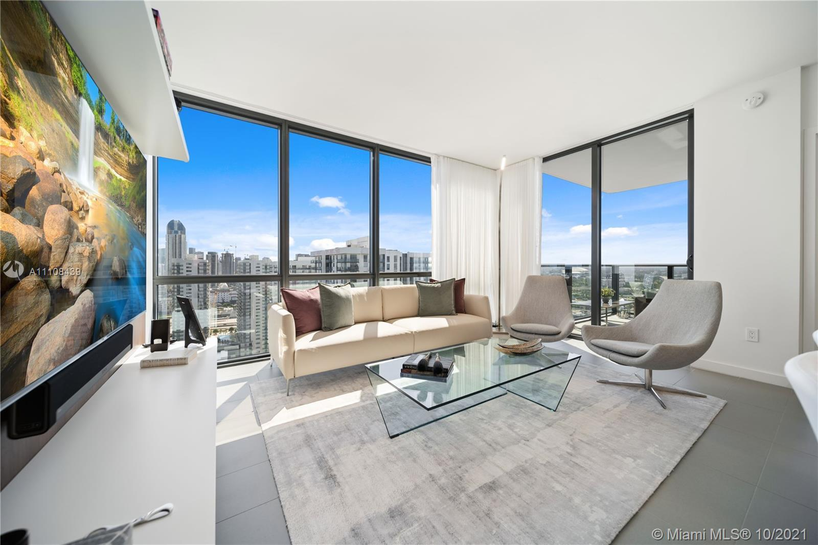 LUXURIOUS 2 BEDROOM 2 BATH THIS BEAUTIFUL APARTMENT IS DECORATED WITH FURNITURE FROM THE BEST DESIGN