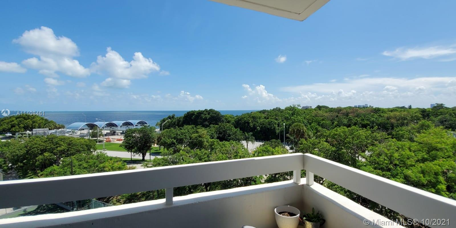 BEAUTIFUL APARTMENT OVERLOOKING THE SEA AND THE CITY, VERY WELL MAINTAINED, MARBLE FLOOR, NEW SHUTTE