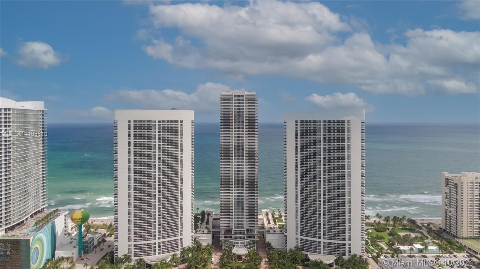 SPECTACULAR INTRACOASTAL & CITY VIEWS FROM THIS SPACIOUS 1BED/1BATH !! LAMINATED WOOD FLOORS THROUGH
