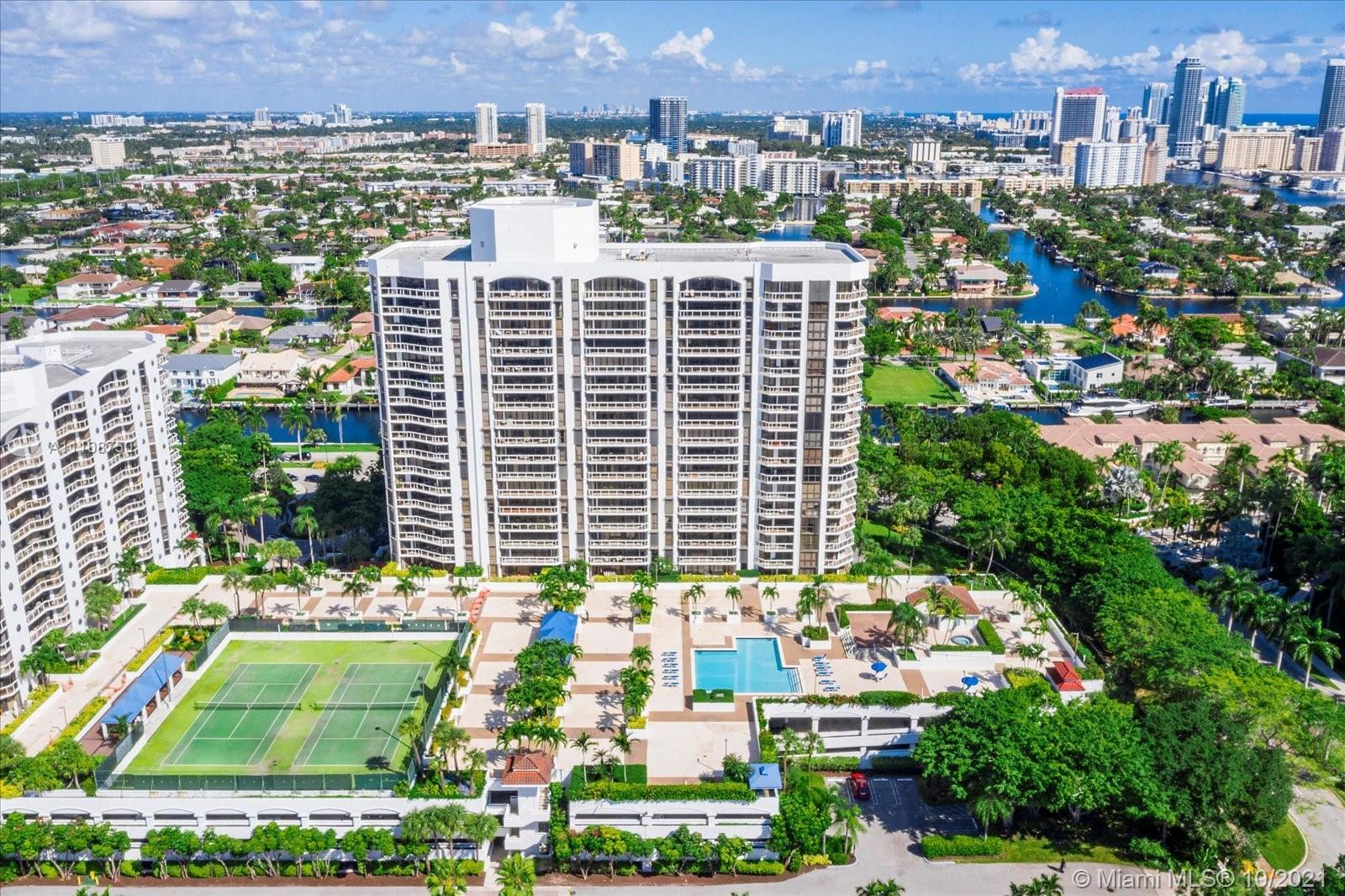 Bright corner unit in Harborside of Aventura.  Gated community with pool, tennis, gym, social rooms