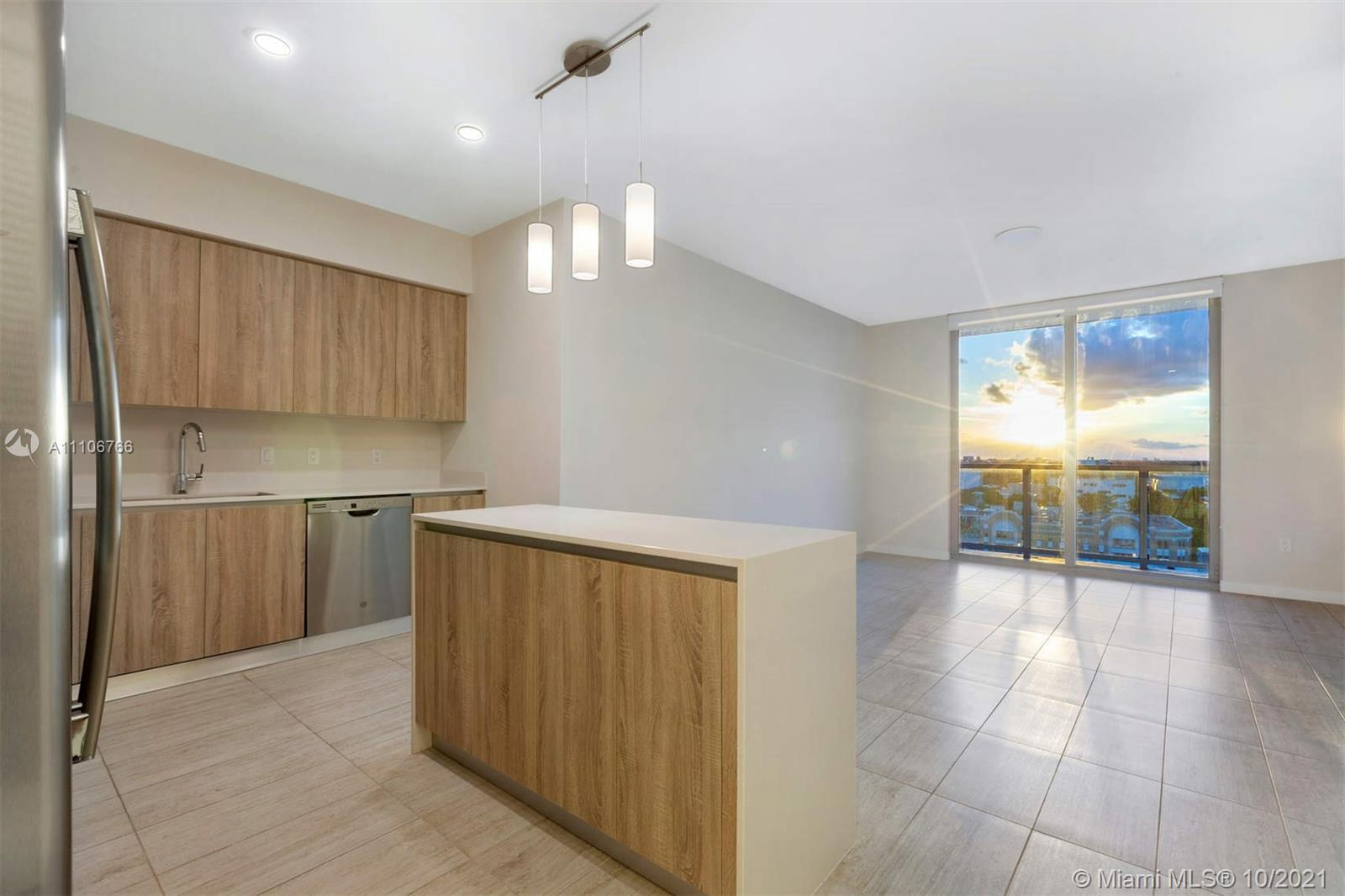 This unit is perfectly located in Miami. Quadro is  only 10 minutes away from both the airport and t