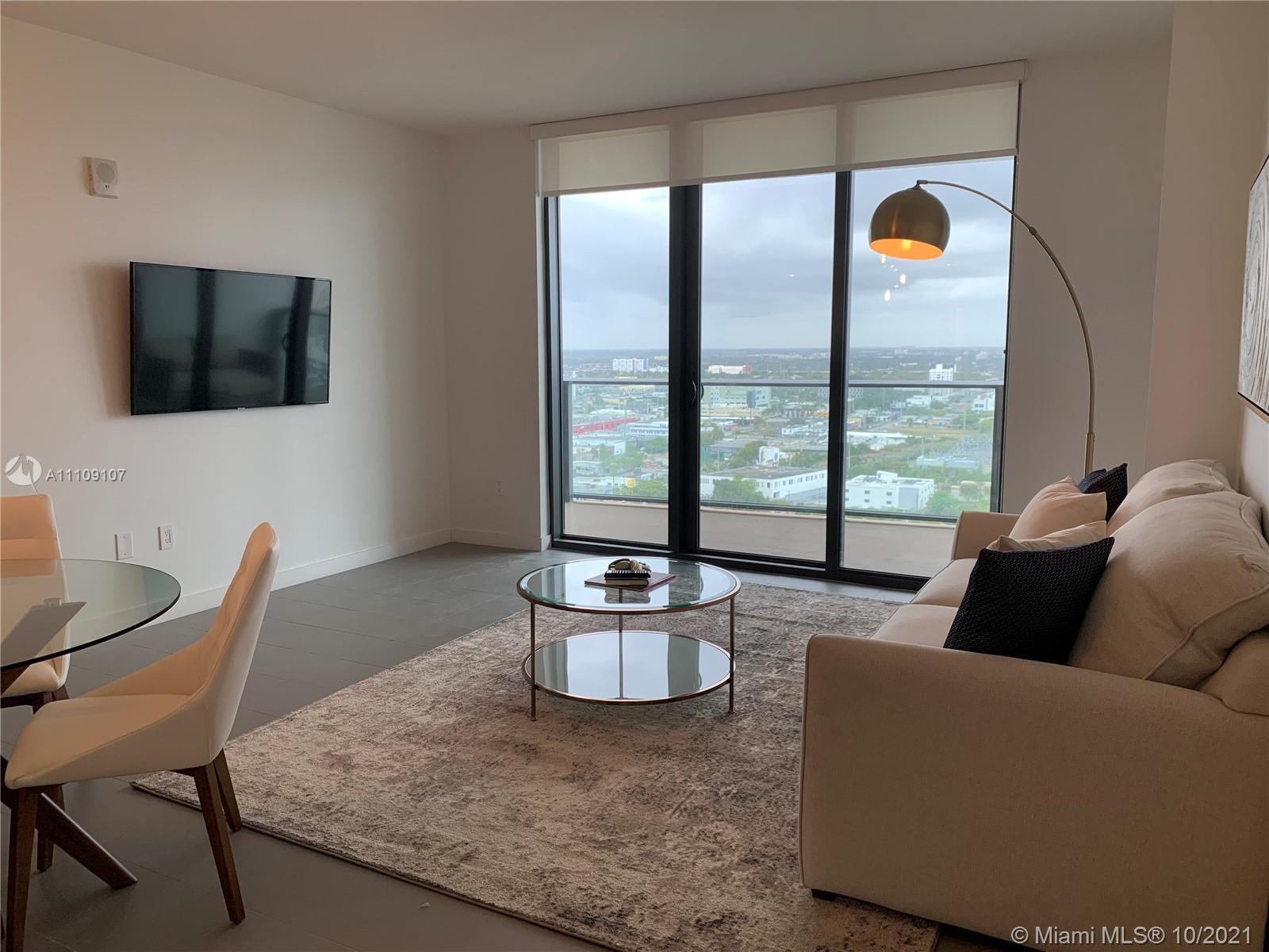 Amazing condo unit  Strategically located in the heart of Miami's Art District. Panoramic Views. Flo