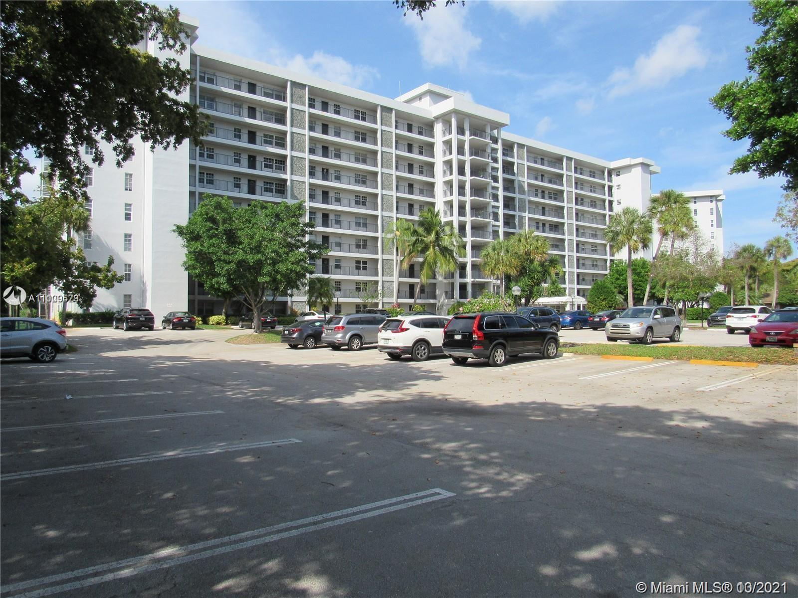 Beautiful 2 bedroom 2 bath apartment in a great location with spectacular view on a golf course and