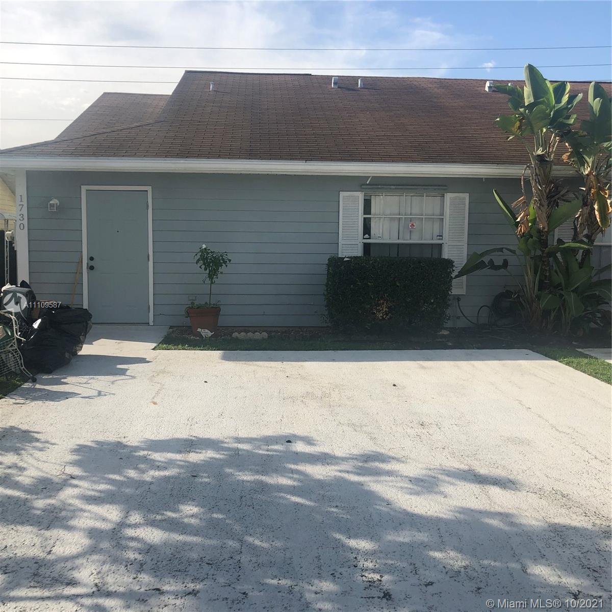 Great property for investors or star up buyer, floor title, quiet neighborhood, great location