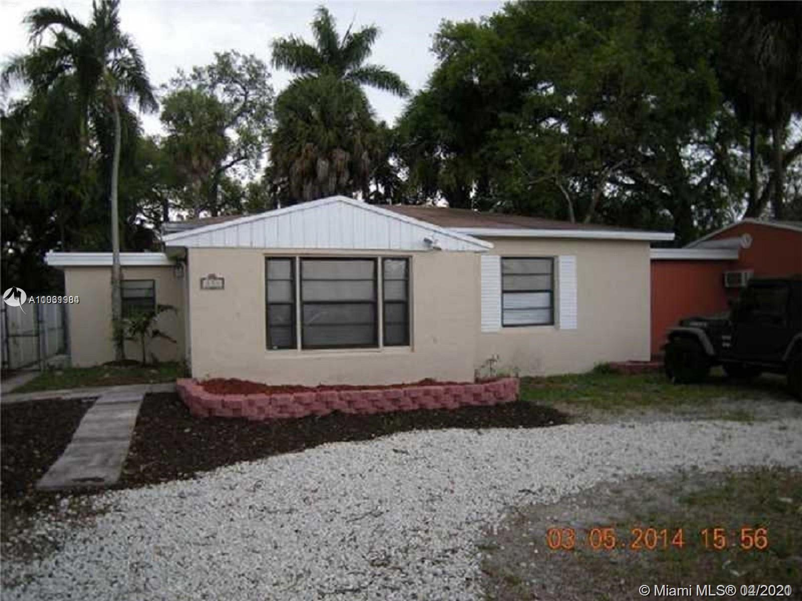 all remodel 3-2 house , new kitchen gabinets, new floors, central ac,  big back yard , house is ren